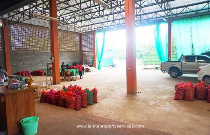 Warehouse with a house for rent in Khua mung Sraphi district.